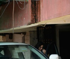 Sonakshi Sinha, Sara Ali Khan spotted outside their gym