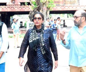 Kalpana Lajmi funeral - Shabana Azmi