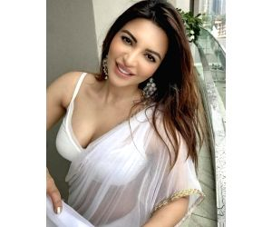 Shama Sikander stars in music video 'Hawa karda'