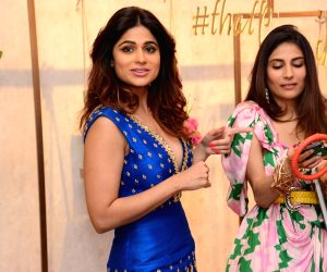 Amrita Puri, Shamita Shetty, Amruta Khanvilkar at fashion studio