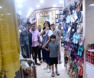 Shilpa Shetty, son seen at Juhu