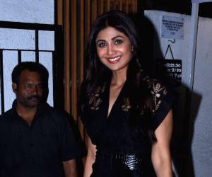Shilpa Shetty, Raj Kundra seen at Bandra restaurant