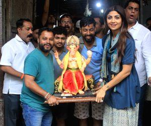 Shilpa Shetty takes home a Ganesha idol