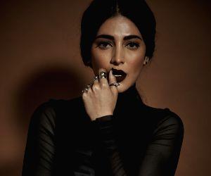 Shruti Haasan misses being on stage