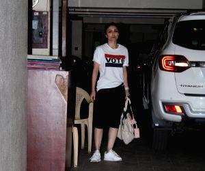 Soha Ali Khan seen outside Saif Ali Khan's house