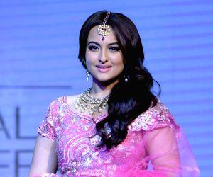 Sonakshi happy with fantastic response to 'Kalank'