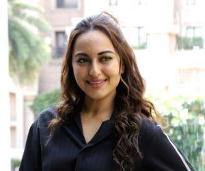 Sonakshi Sinha shares exo