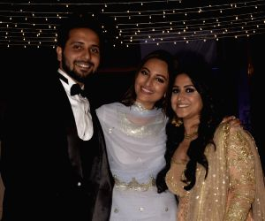 Salman Khan, Sonakshi Sinha at friend's wedding reception