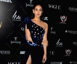 "Red carpet of ""Vogue Beauty Awards"" - Sonal Chauhan"