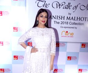 "Red carpet of ""The Walk of Mijwan"" - Sonali Bendre"