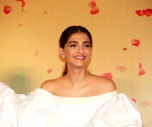 """Trailer of film """"Veere Di Wedding"""" - Sonam Kapoor"""
