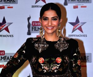 Sonam Kapoor finds new love in 'florals', said goodbye to red styles, see pics