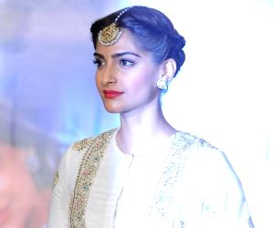 Don't believe in labels, says Sonam Kapoor