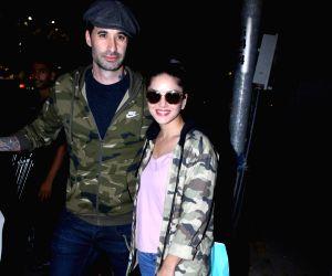 Sunny Leone seen at Bandra