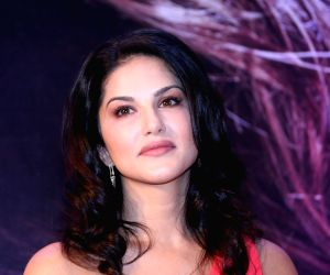 Sunny Leone looked impressive in her pajamas and no-makeup look today morning