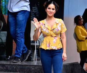 Denim Fashion: Sunny Leone's Jeans styles pose to be excellent fashion statements that every girl could adopt with ease