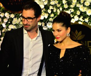 Gorgeous Sunny Leone slays in black at Diwali party with her hubby, Daniel Weber
