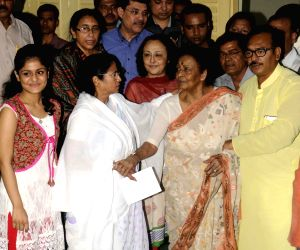 Supriya Devi calls on Mamata Banerjee