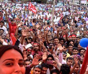 Swara Bhasker campaigns for Kanhaiya Kumar on her  birthday in Bihar