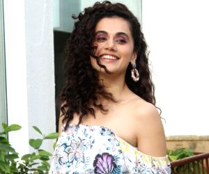Taapsee Pannu watches Saand Ki Aankh with her mom, urges all moms to see the film