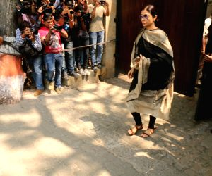 Tabu arrive to stand by grief struck Kapoor family
