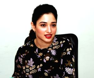 Tamannaah Bhatia turns her Cute Mode on and shows off her 9 quarantine moods through these expressions!