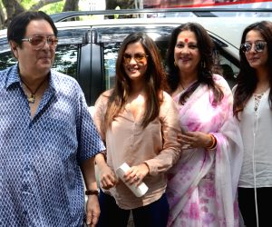 West Bengal Legislative Assembly polls - Phase 5 - Moon Moon Sen, Riya Sen, Raima Sen