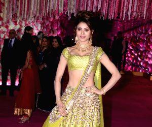 actress-urvashi-rautela-at-azhar-morani-and-tanya
