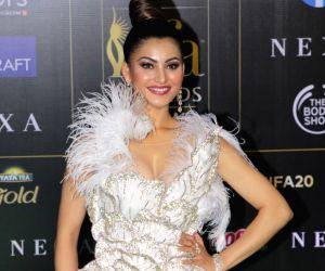 actress-urvashi-rautela-at-the-green-carpet-of