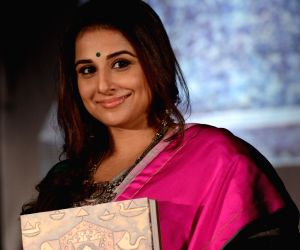 Painting and sculpture exhibition - Vidya Balan
