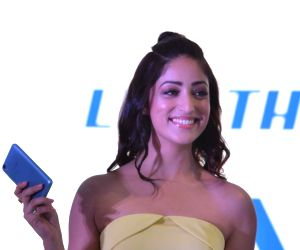 "Yami Gautam launches iVVO's new smart phone ""Britzo"""