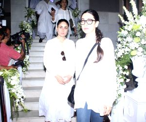 Rani Mukerji's father prayer meet - Kareena Kapoor Khan and Karisma Kapoor