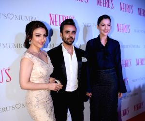 Karisma, Amrita, Soha at the launch of a clothing store