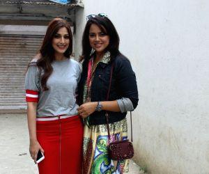 Sonali Bendre and Sameera Reddy seen at Mumbai's Bandra