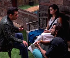 Salman Khan to console Rashami Desai in 'Bigg Boss'