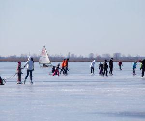 HUNGARY AGARD LAKE VELENCE WINTER FUN