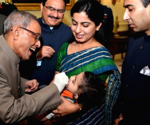 Pranab Mukherjee launching the pulse Polio Programme