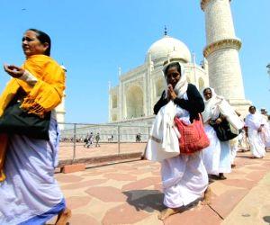 Widows of Vrindavan visit Taj Mahal