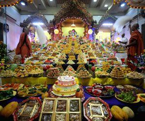 ahmedabad-offerings-made-at-swaminarayan-temple