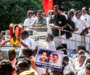 AIADMK leaders pay tribute to Jayalalithaa