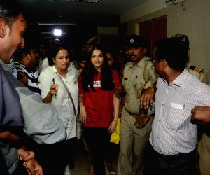 : (021215) Mumbai: Aishwarya Rai, UNAIDS create awareness on World AIDS Day