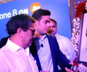 Jio launches iPhone 8 in India