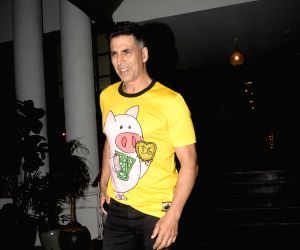 Akshay Kumar returns home after testing negative for COVID-19, Twinkle Khanna confirms with a quirky caricature