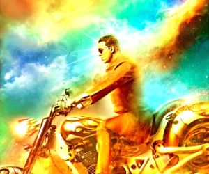 Akshay rides Rs.1 mn bike in 'Oh My God!'  (Movie Snippets)