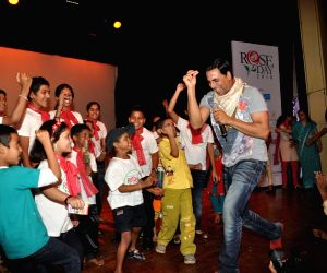 Akshay Kumar spend time with cpaa kids.