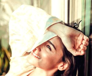 Alia Bhatt looks stunning in 'sunshine' pic