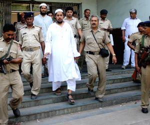 Alleged Al-Qaeda sleeper cell operatives Ahmed Masood Akram Sheikh alias Masood alias Monu and Nasim Akhtar alias Raju who were arrested on the eve of Republic Day being taken to be ...