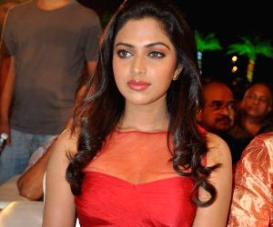 Amala Paul lauds Malayalam film on transgender community