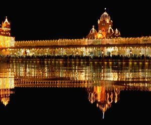 Golden Temple on the eve of Guru Nanak Jayanti
