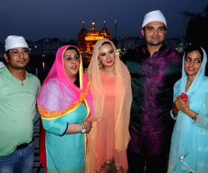 Mahaakshay, Evelyn visit Golden Temple